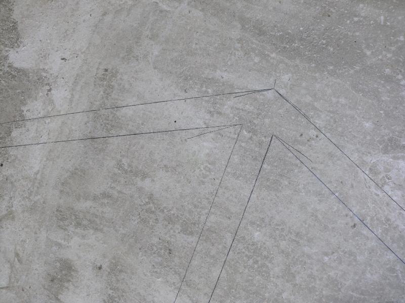 De wanden worden op de vloer getekend