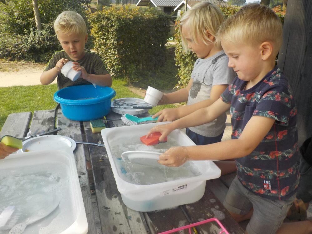 helpen afwassen kinderdagverblijf